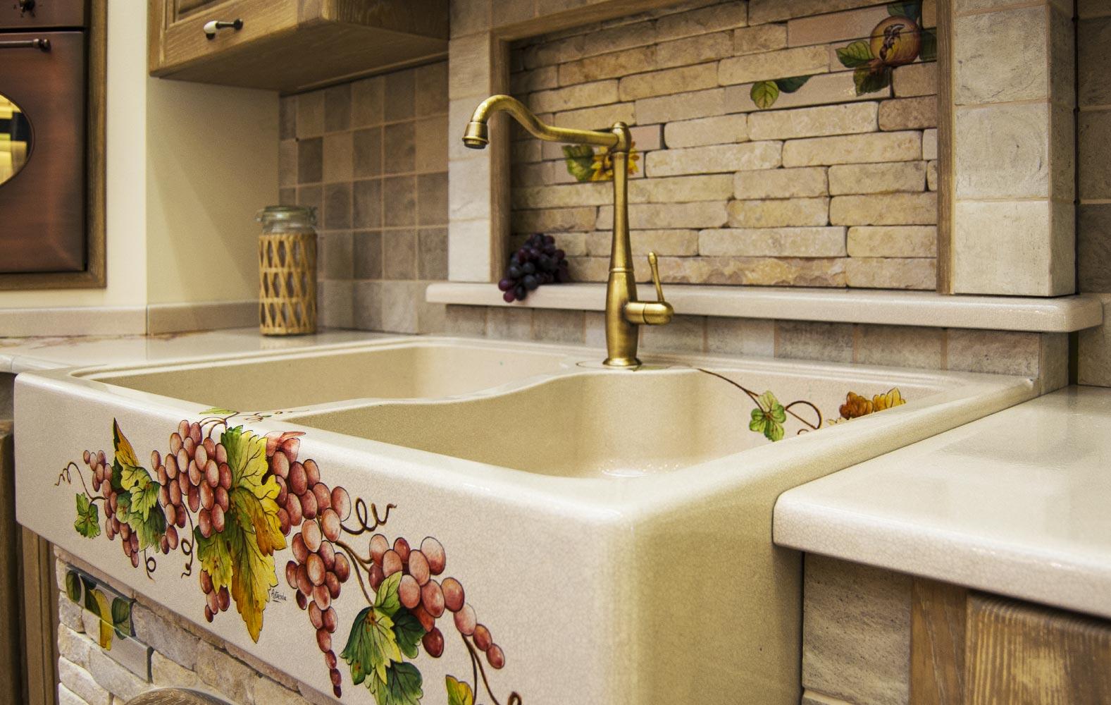 Cucine in muratura smontabile con top decorati a mano ...