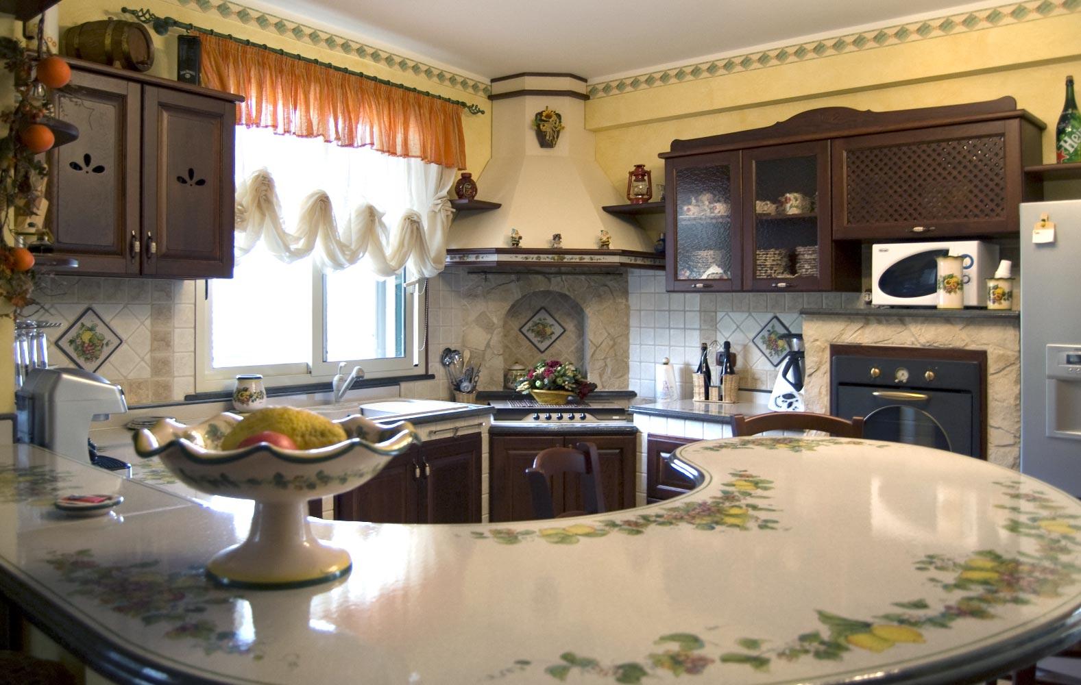 Cucine ecologiche cucine in finta muratura modello vecchio frantoio - Isola cucina in muratura ...