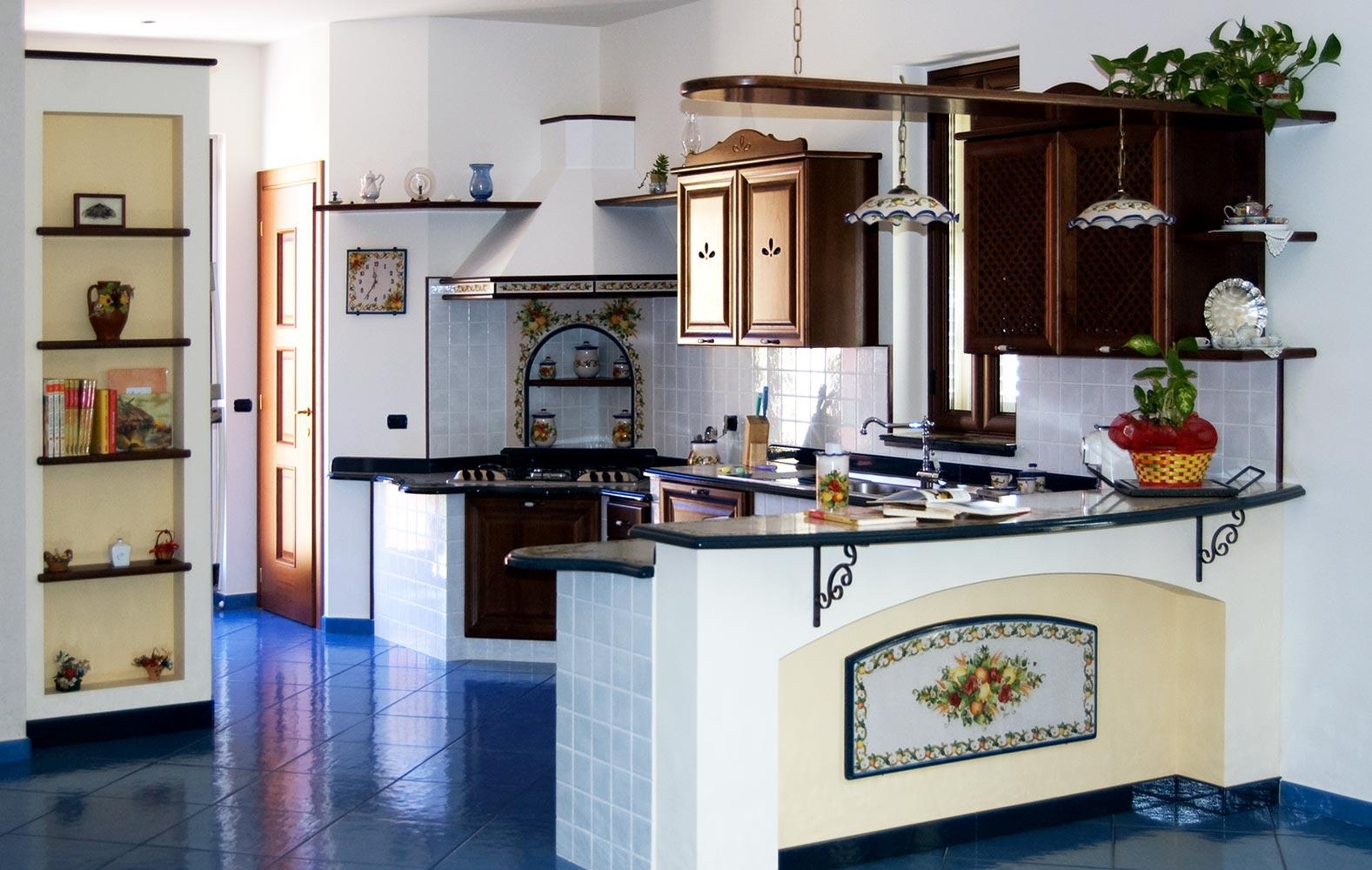 Realizziamo cucine in stile caltagirone decorate a mano for Realizza la tua cucina