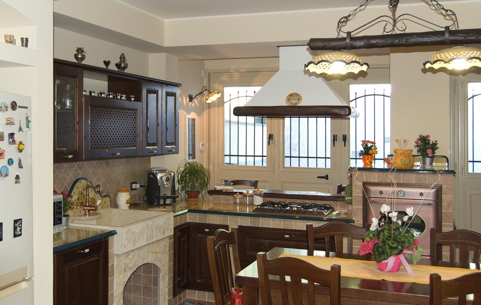 Cucine borgo antico in legno massello realizzate su misura - Arte sole cucine ...