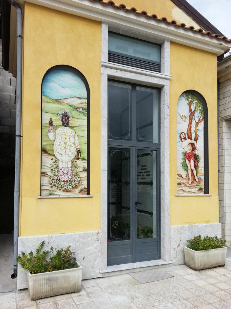 Cappella Gentilizia per cimitero con pannelli in pietra lavica decorati a mano
