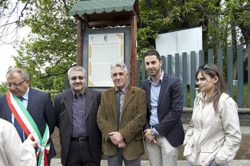 Inaugurazione targa in pietra lavica con Giuseppe Sorbello e Renato Finocchiaro