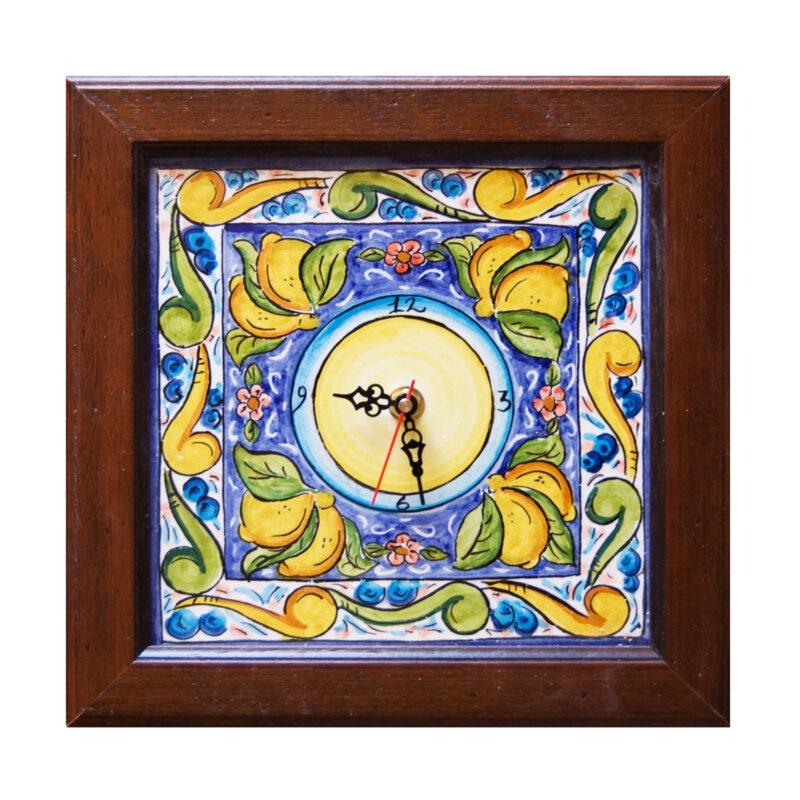Orologio decorato in stile Caltagirone