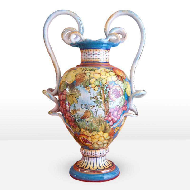 Anfora da giardino e non realizzata in ceramica decorata a mano
