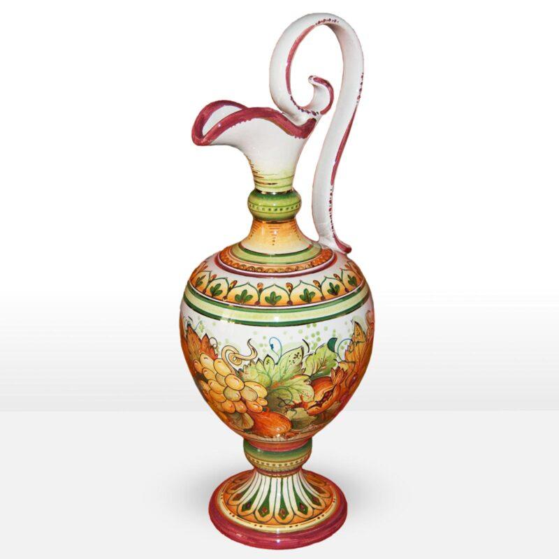 Anfora in ceramica decorata a mano