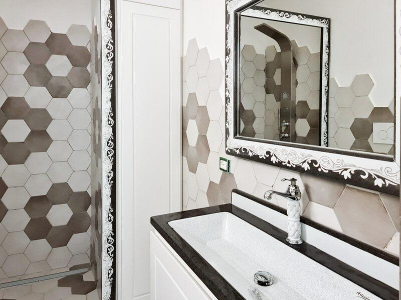 bagno moderno con piano in pietra