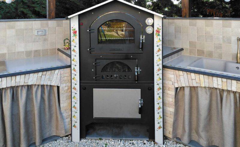 barbecue in pietra lavica con forno a legna realizzato su misura
