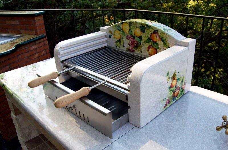 Barbecue in pietra lavica con griglia estraibile
