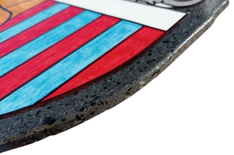 Targa Personalizzata decorata a mano in pietra lavica ceramizzata forma scudetto