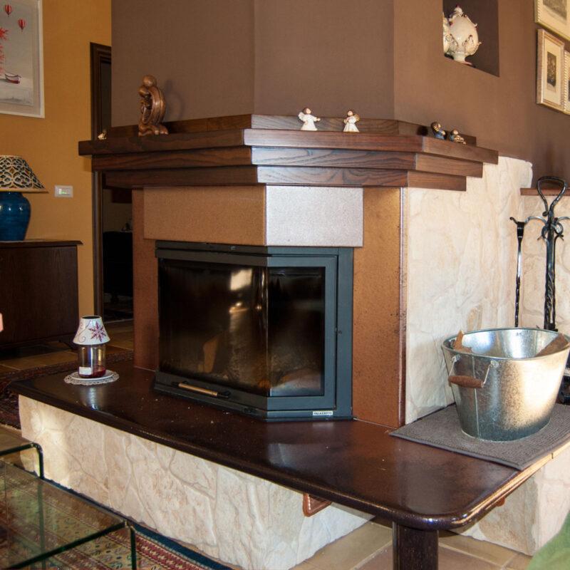 rivestimento in pietra lavica per caminetto moderno