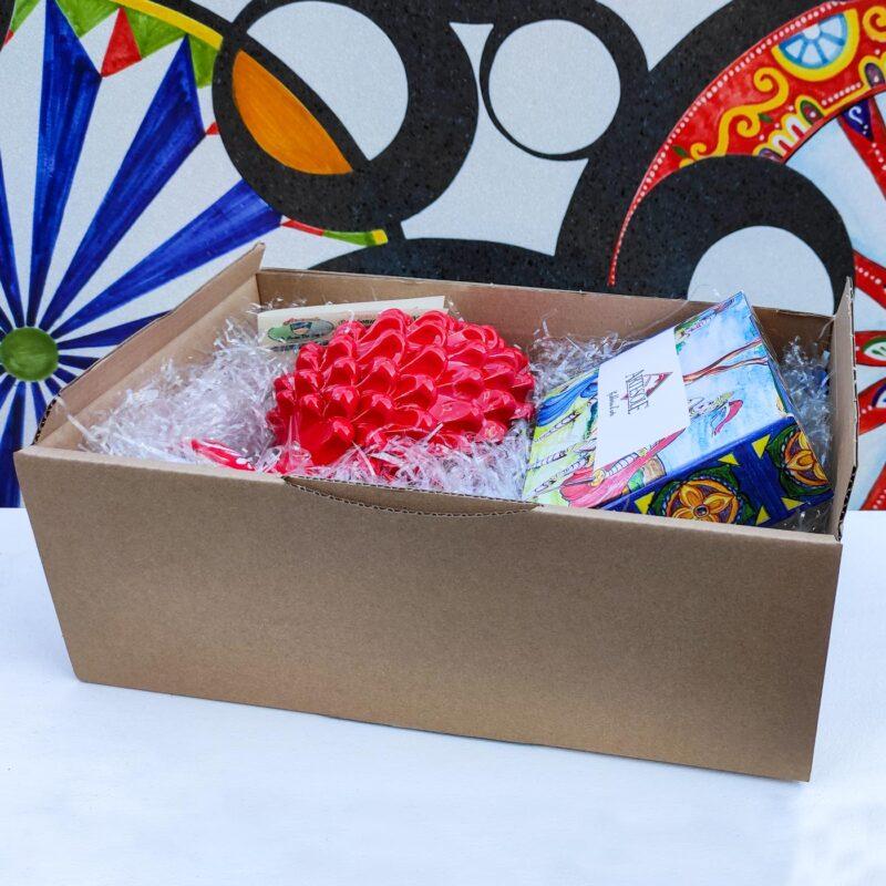 Cofanetto, Box regalo con pigna rossa in ceramica e dolci siciliani, Bomboniere Giarre