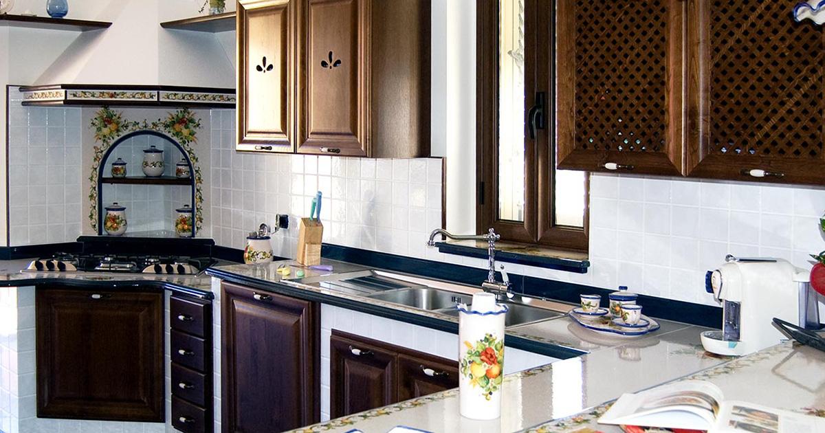 Realizziamo cucine in stile caltagirone decorate a mano - Arte sole cucine ...