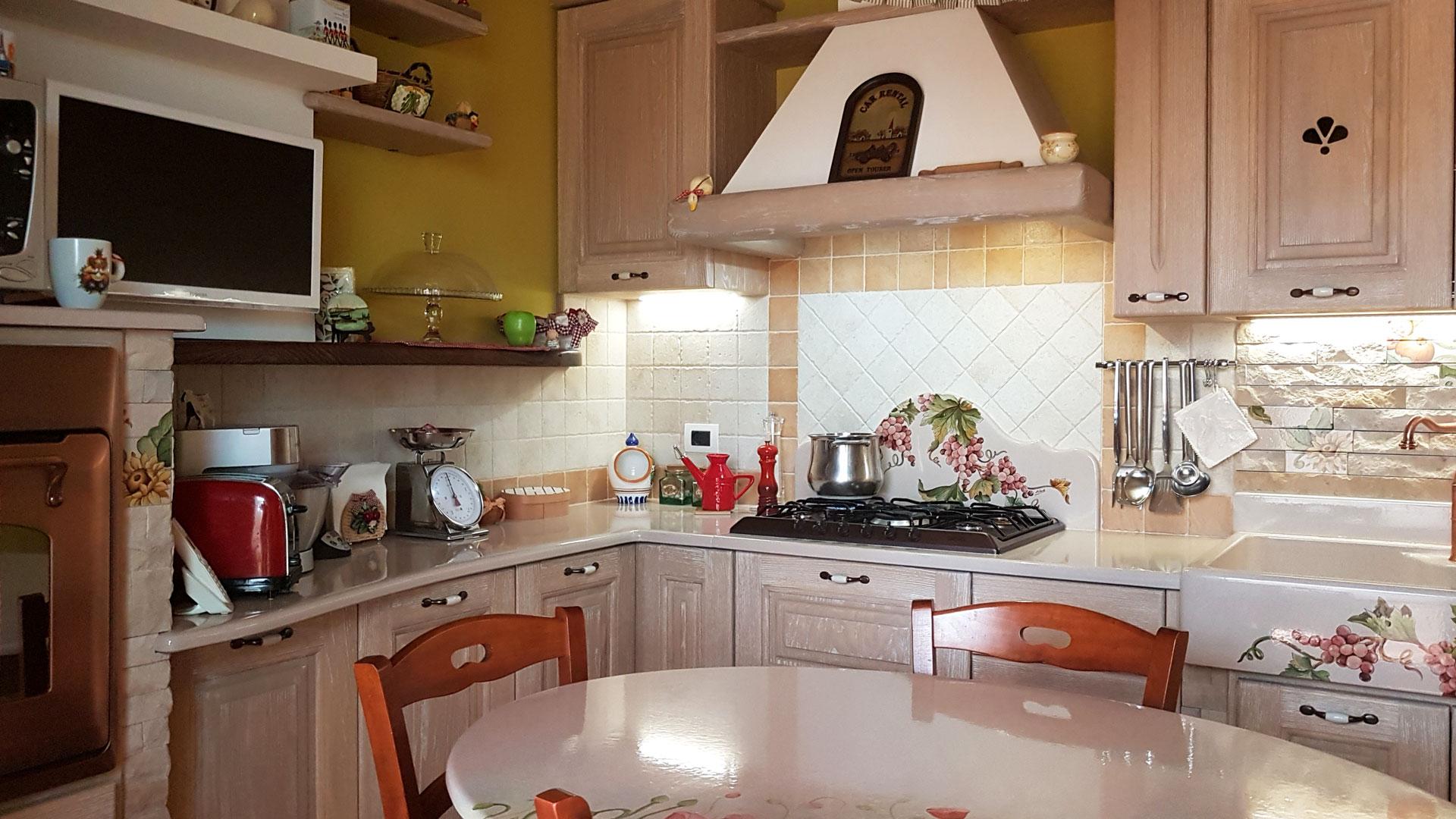 Cucine in finta muratura modello messina artesole - Arte sole cucine ...