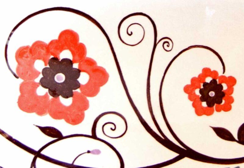 Decoro moderno su pietra lavica ceramizzata e dipinta a mano