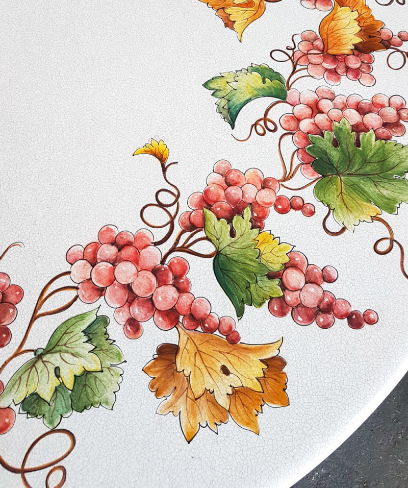 Tavolo in ceramica realizzato in pietra lavica