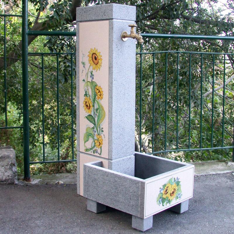 fontana in pietra lavica con decoro girasoli dipinti a mano