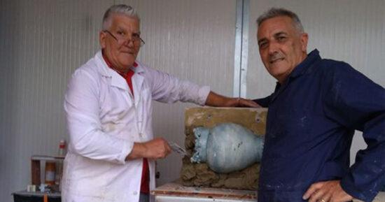 Il Maestro Francesco Consalvo collabora presso il nostro Atelier a Macchia di Giarre alla nascita  delle  nostre nuove collezioni  delle Teste di Moro