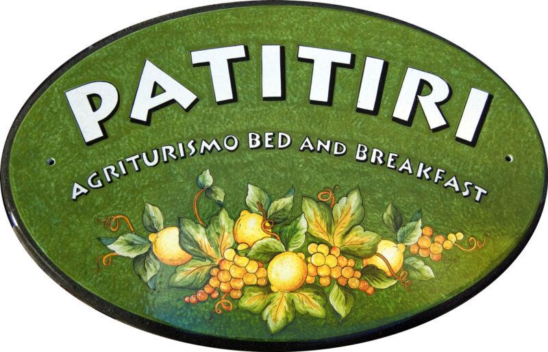 insegna in pietra lavica per agriturismo bed and breakfast realizzata su misura e decorata a mano