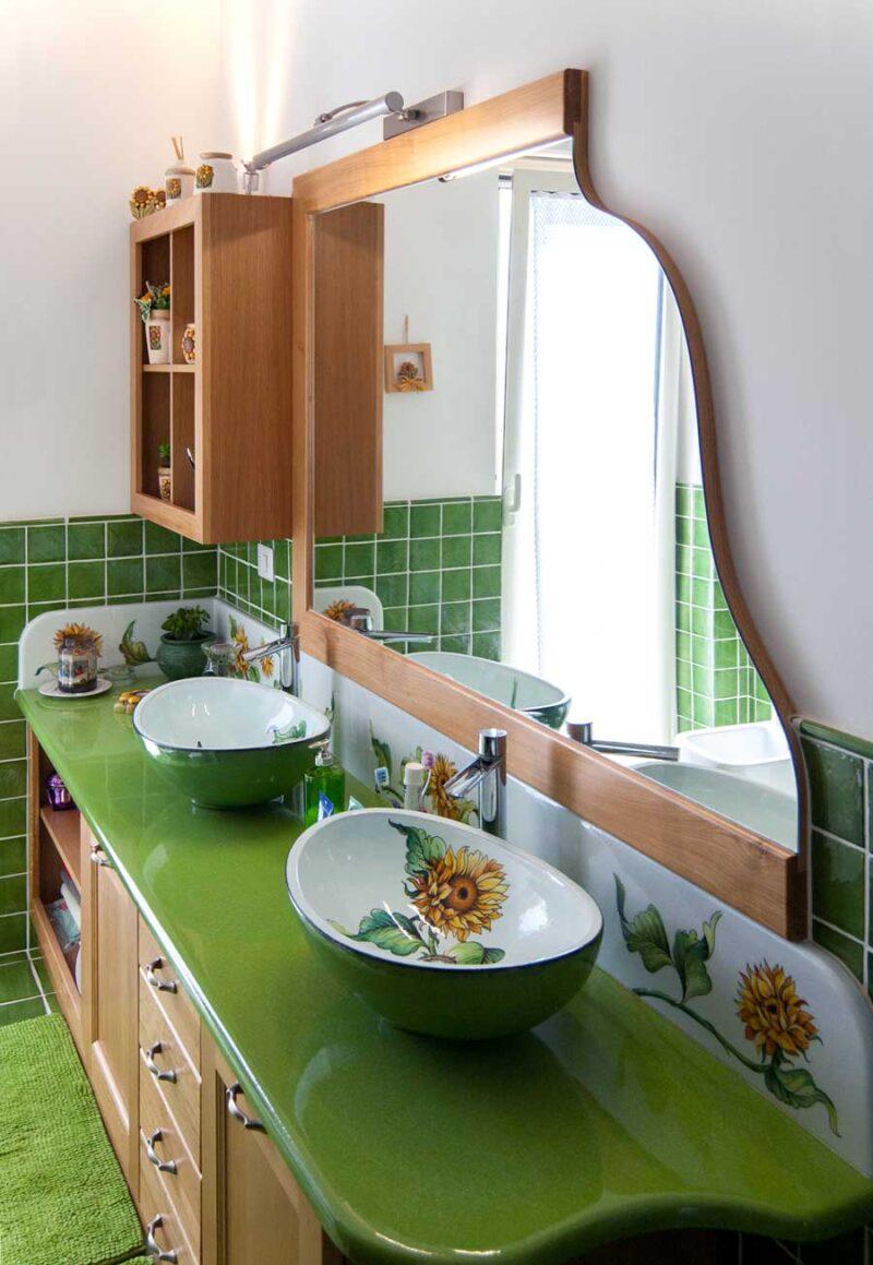 Lavelli in Pietra lavica ceramizzata verde con interno decorato a mano, decoro Girasole