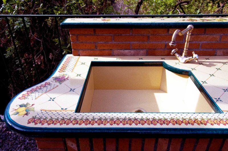 lavello in pietra lavica ceramizzata sotto piano con bordo verde