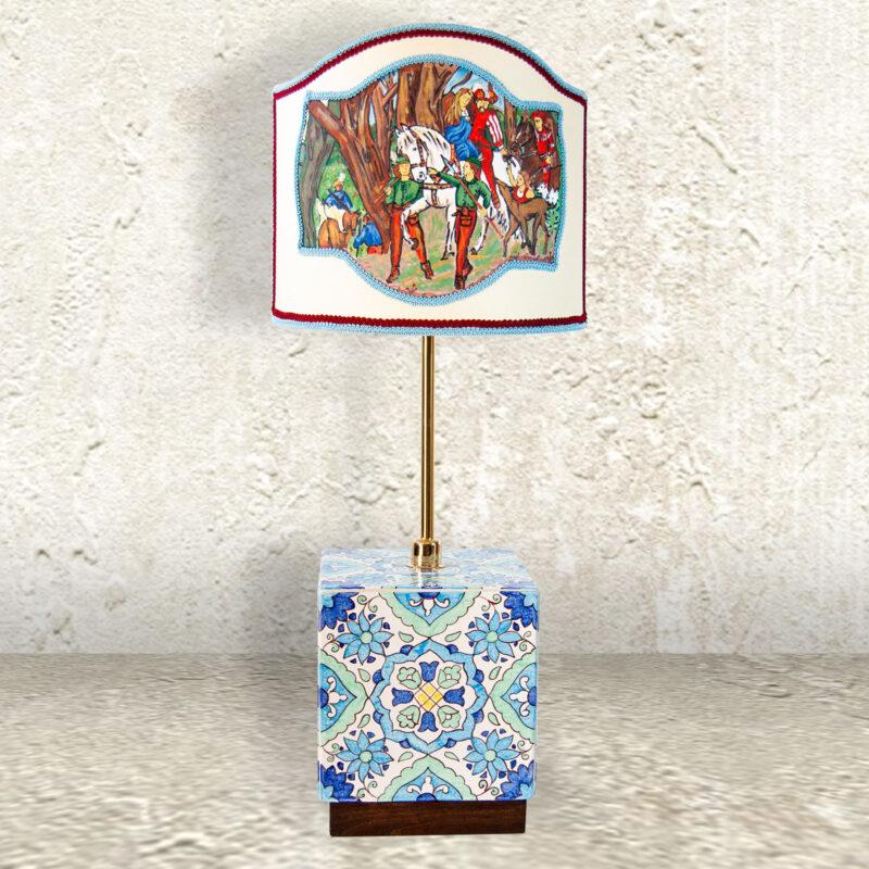 lume artistico con base in ceramica ideale per alberghi, bar, ristoranti e agriturismo