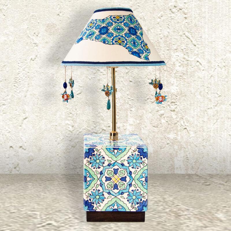 lume con base in ceramica decorata a mano. decori personalizzabili