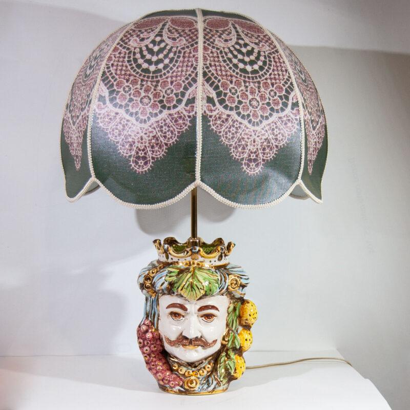 Lume con base testa di moro uomo in ceramica decorata a mano. Decorazione in in oro terzo fuoco