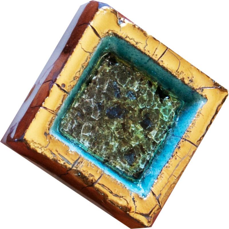 Mattonella in ceramica con cristalli di vetro
