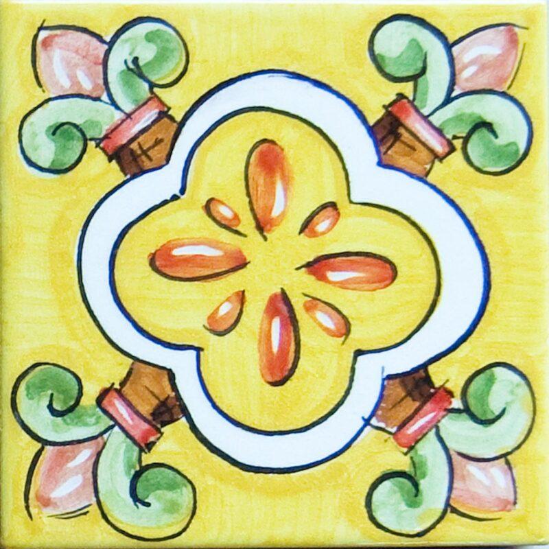 mattonella in cotto con fondo giallo decorata a mano