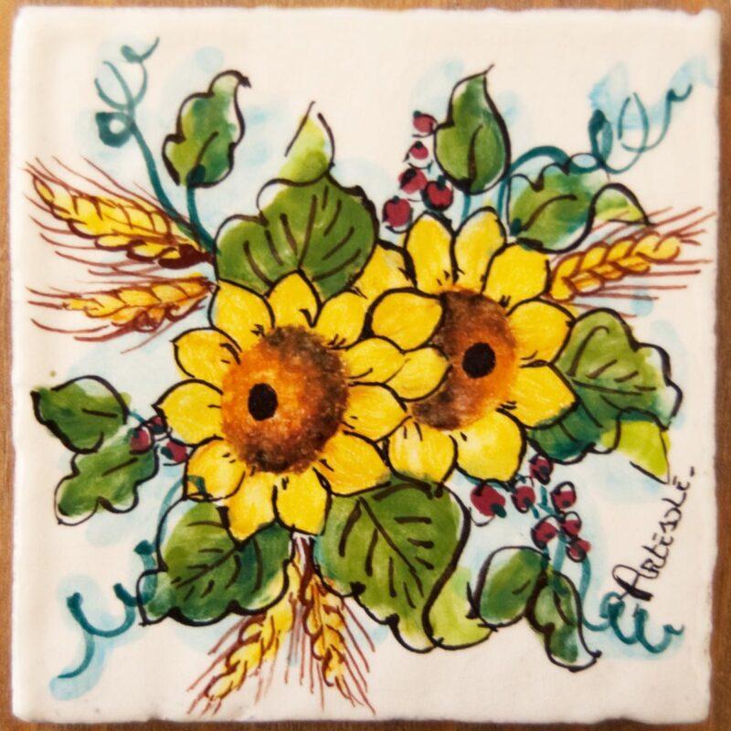 mattonella dipinta a mano con decoro girasole