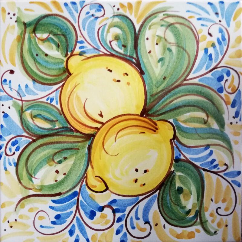 mattonella con decoro limoni dipinta a mano
