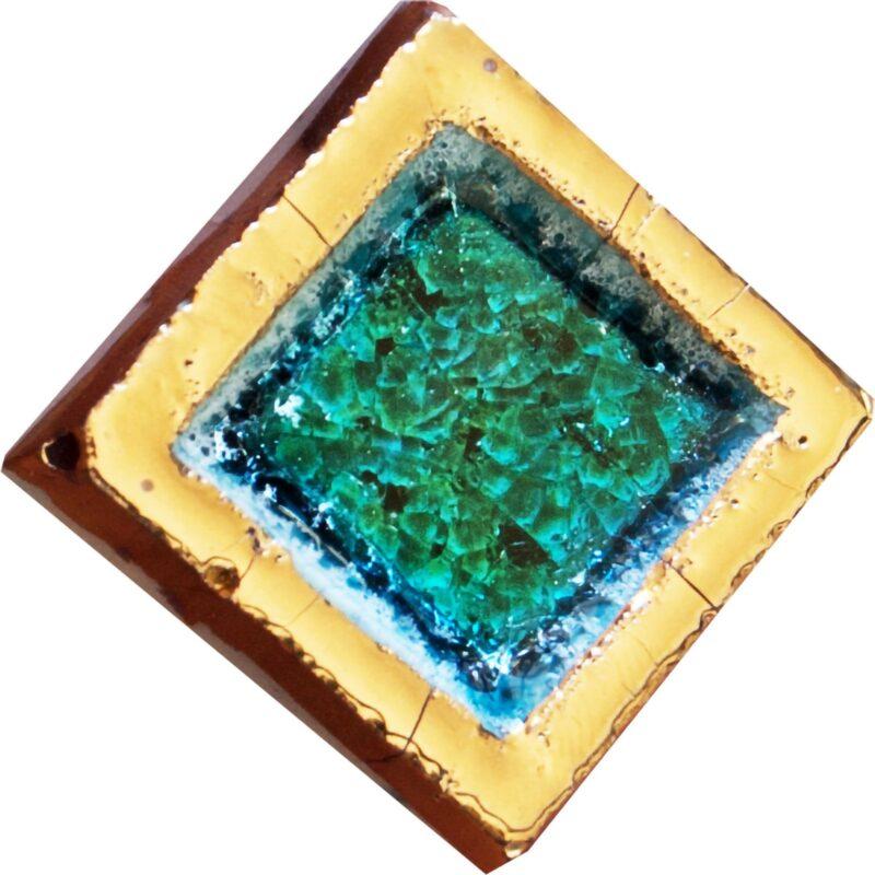 mattonella contenitore dipinta con oro e inserto in pietra lavica e cristalli di vetro