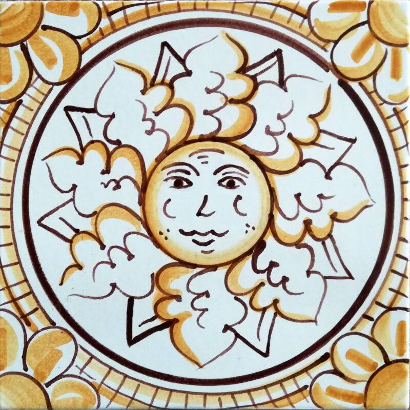 mattonella decorata a mano con decoro sole
