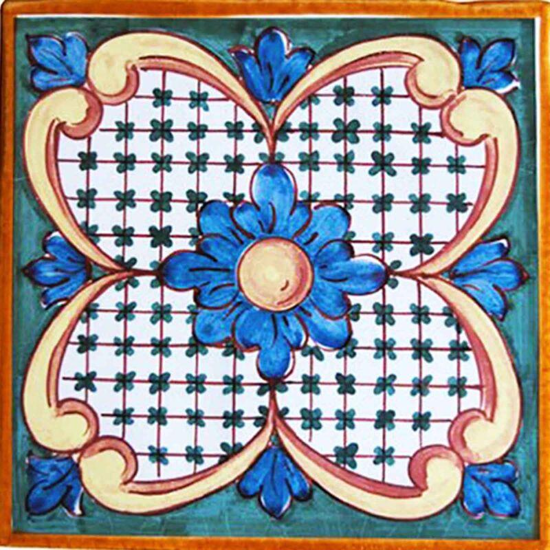 mattonella con decoro in stile caltagirone