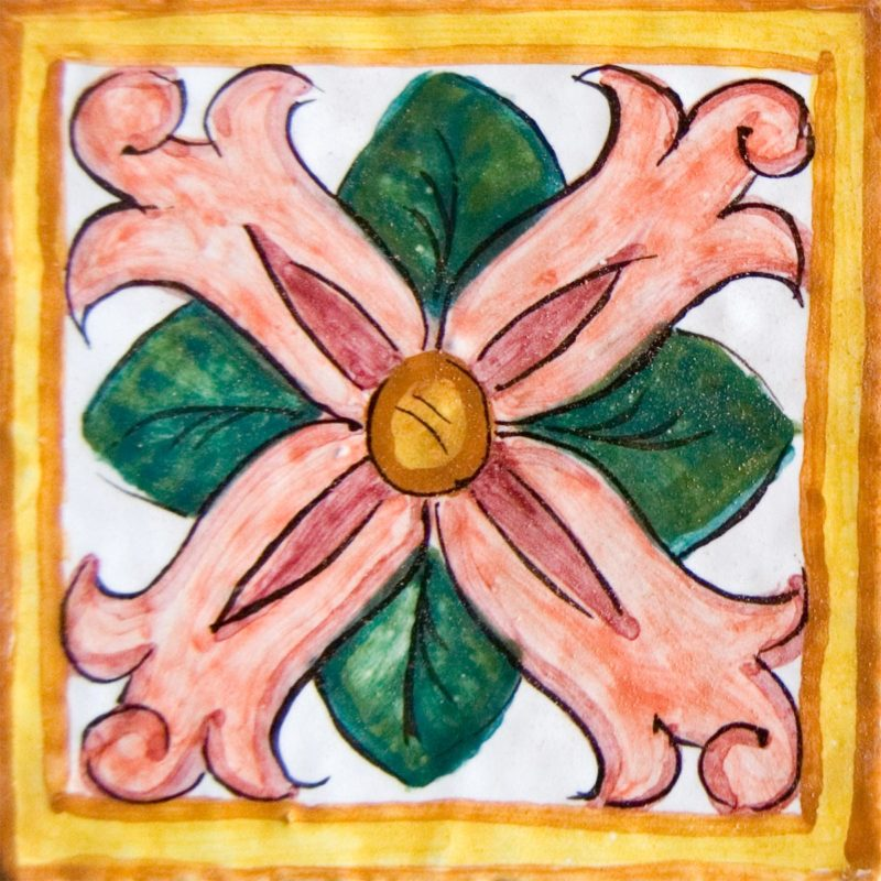 mattonella con decoro fiore dipinto a mano