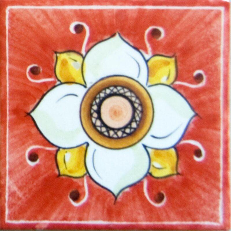 mattonella con decoro fiore su fondo rosso