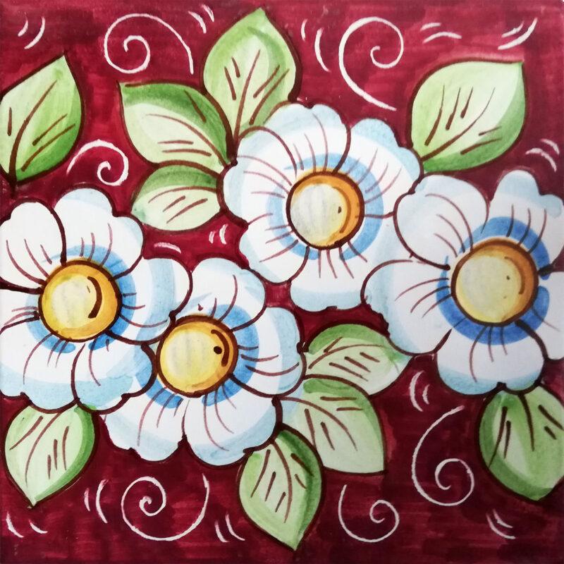 mattonella decorata a mano con dipinto fiori in rosso