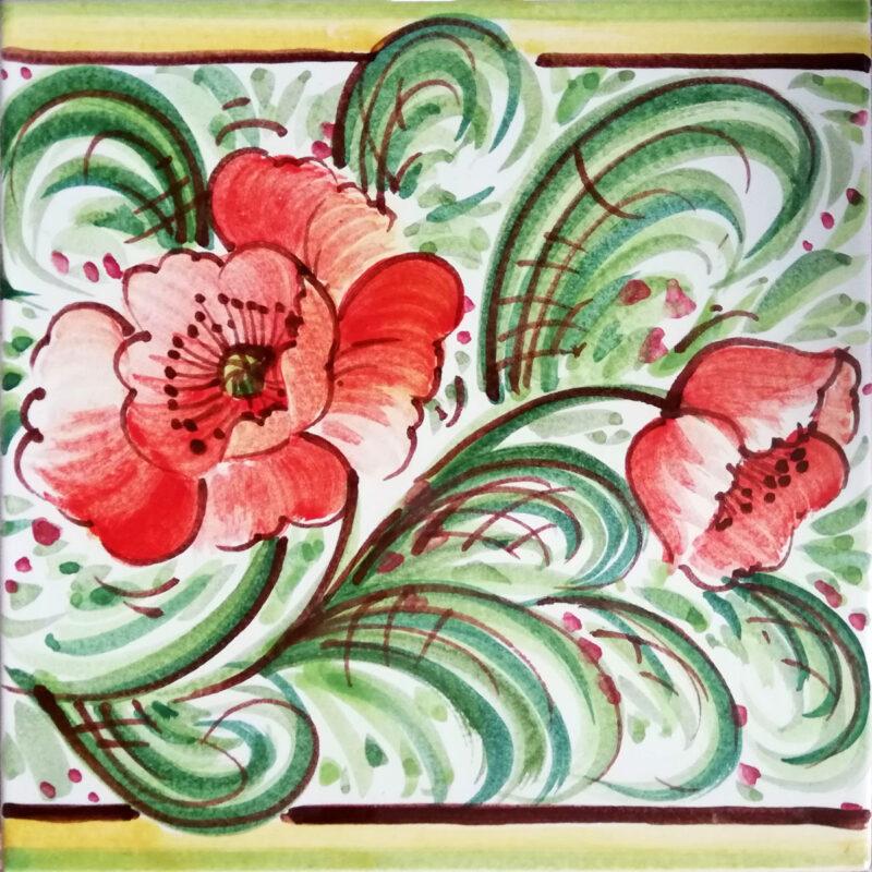 Mattonella con decoro fiori rossi in stile Caltagirone