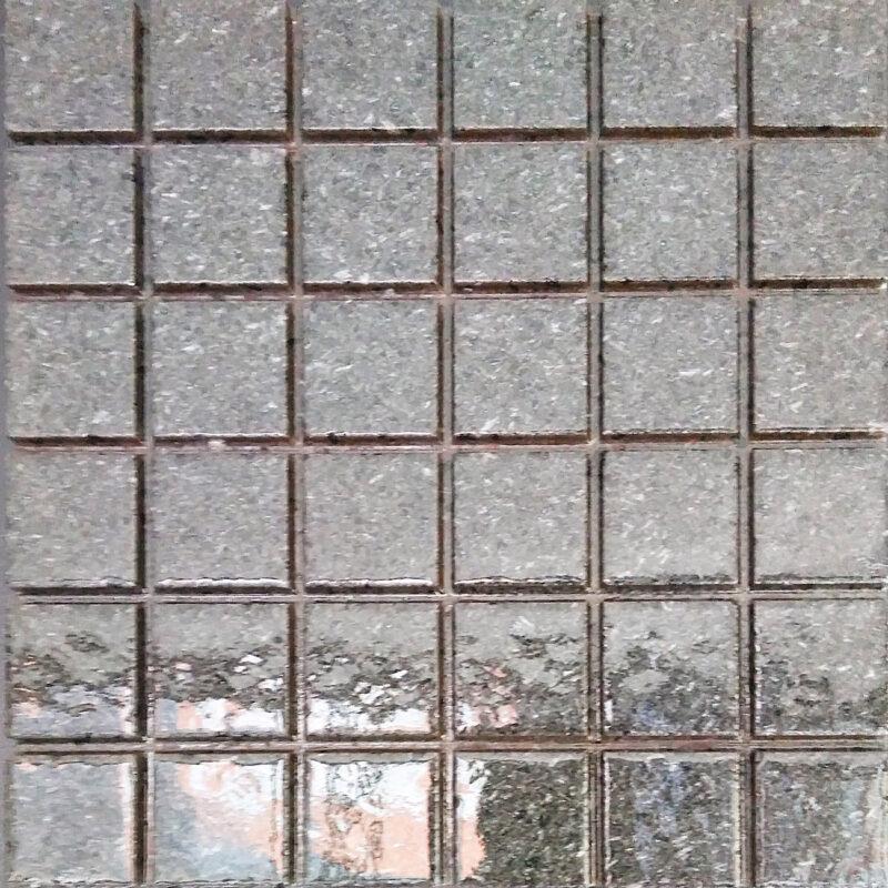 Mattonella in pietra lavica color grigio prietra cristallinata