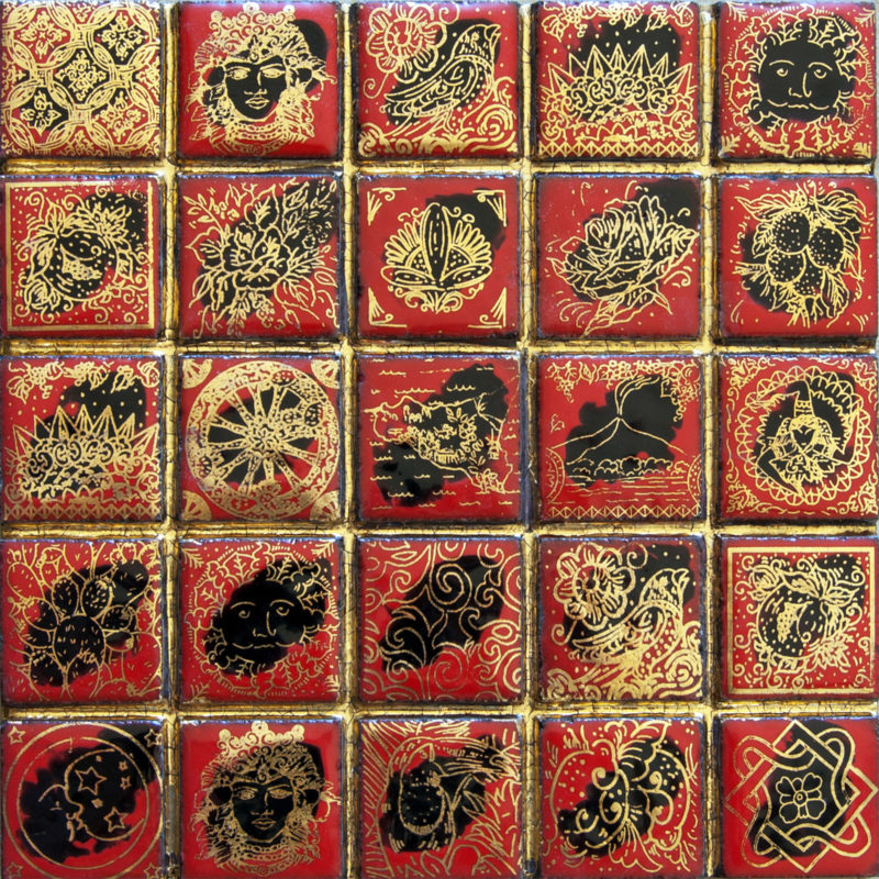 Mattonella mosaico in pietra lavica con decoro/perfilo in oro zecchino terzo fuoco