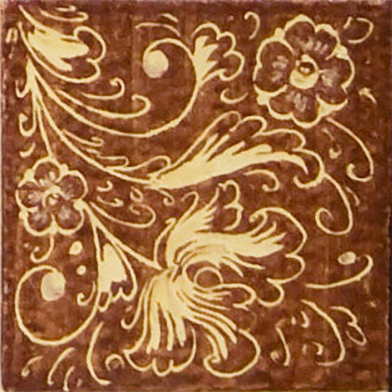 mattonella con fondo marrone e fiori