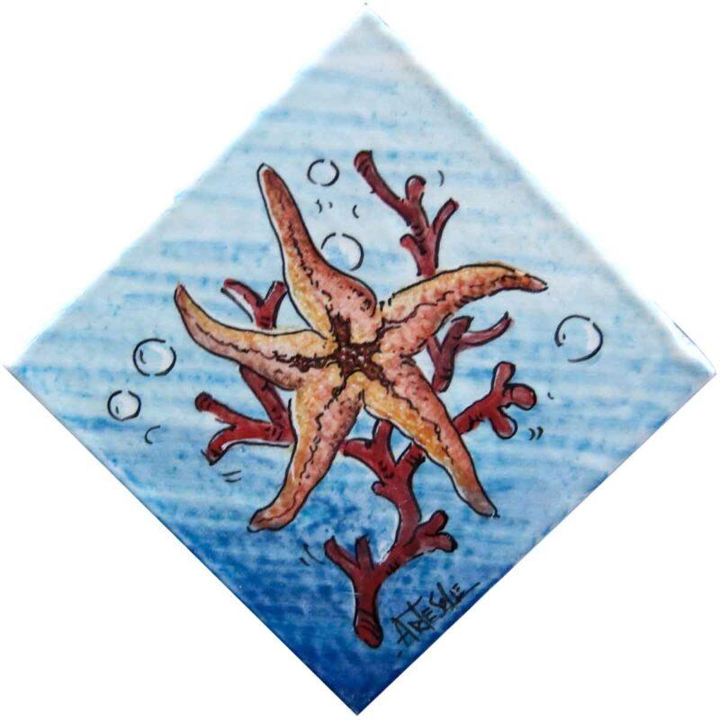 mattonella con decorazione stella marina dipinta a mano