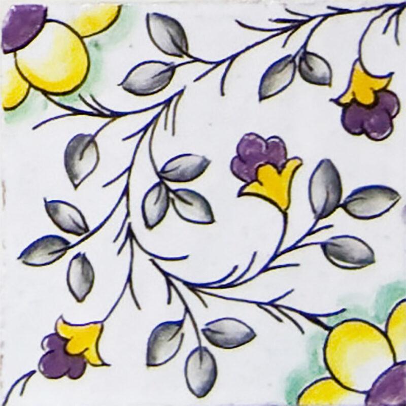 mattonella con decoro floreale