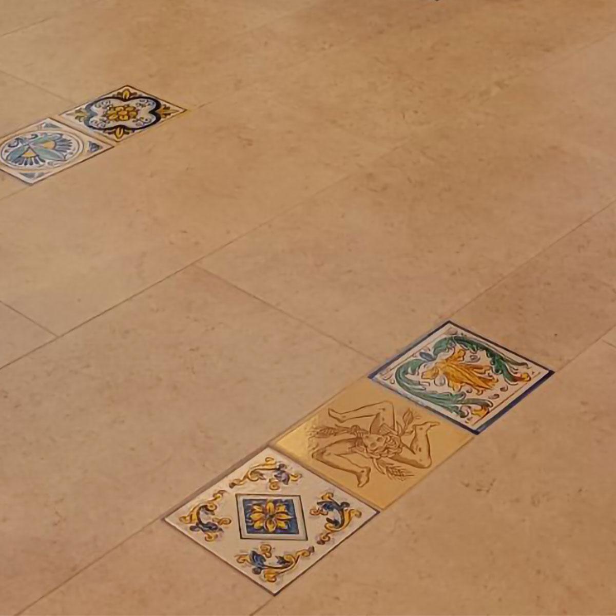 Mattonelle per pavimenti in Pietra Lavica decorate a mano