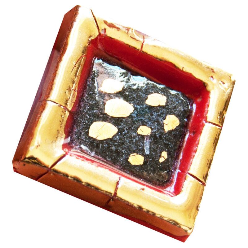 Mattonella in ceramica con pietra lavica e cristalli di vetro
