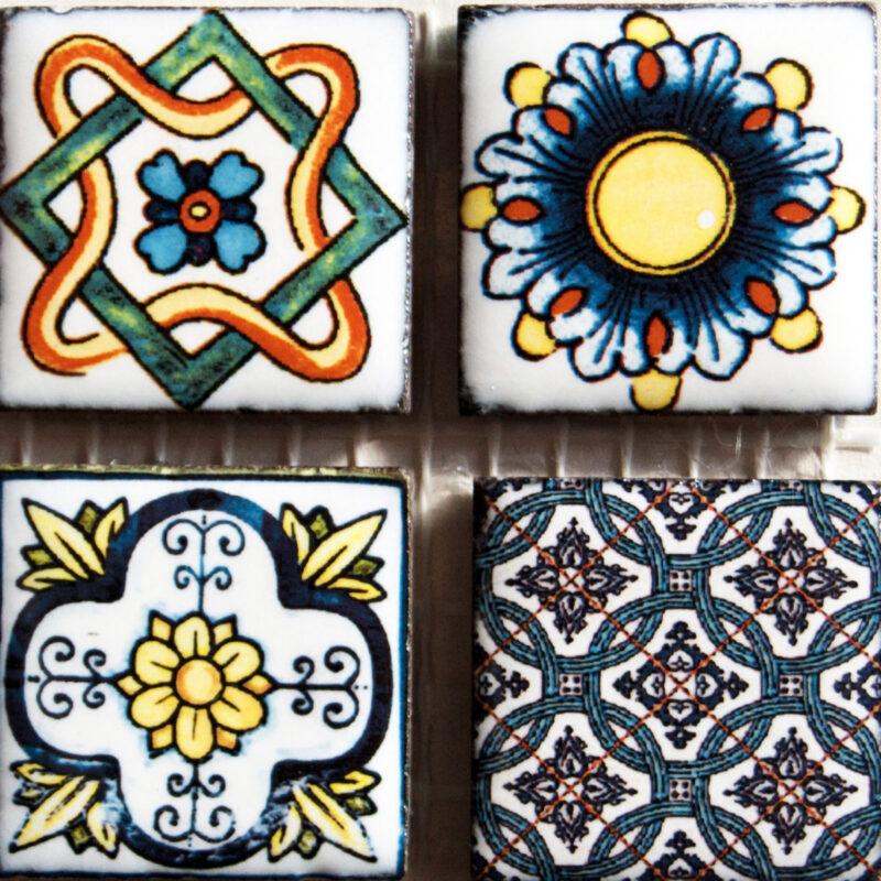 mosaico su rete in pietra lavica decorata