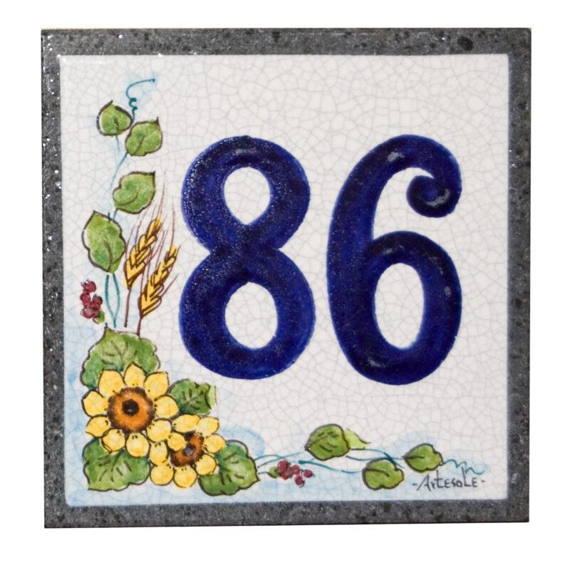 numero civico quadrato in pietra lavica decorato a mano