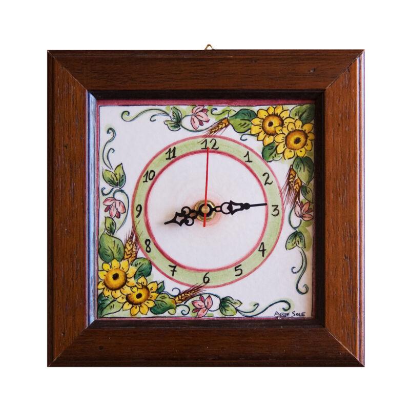 Orologio in ceramica decorata e cornice in legno