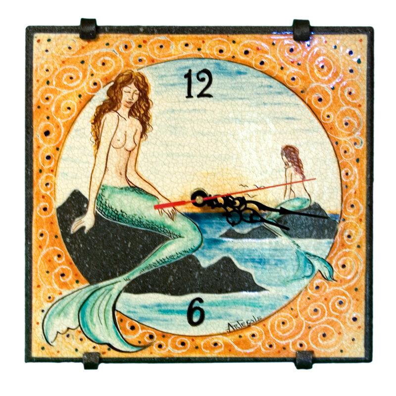Orologio in pietra lavica con decoro sirene dipinte a mano