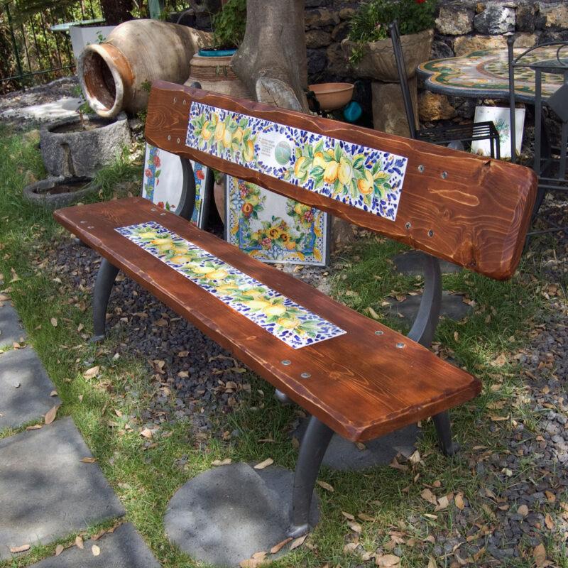 panchina in legno con inserto in pietra lavica decorata a mano
